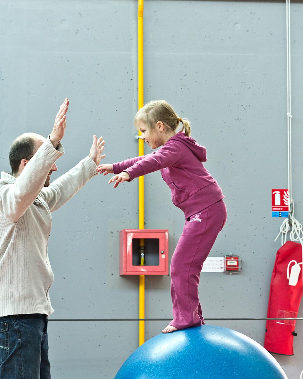 Atelier familiale cirque v nements ville de lomme for Piscine de lomme