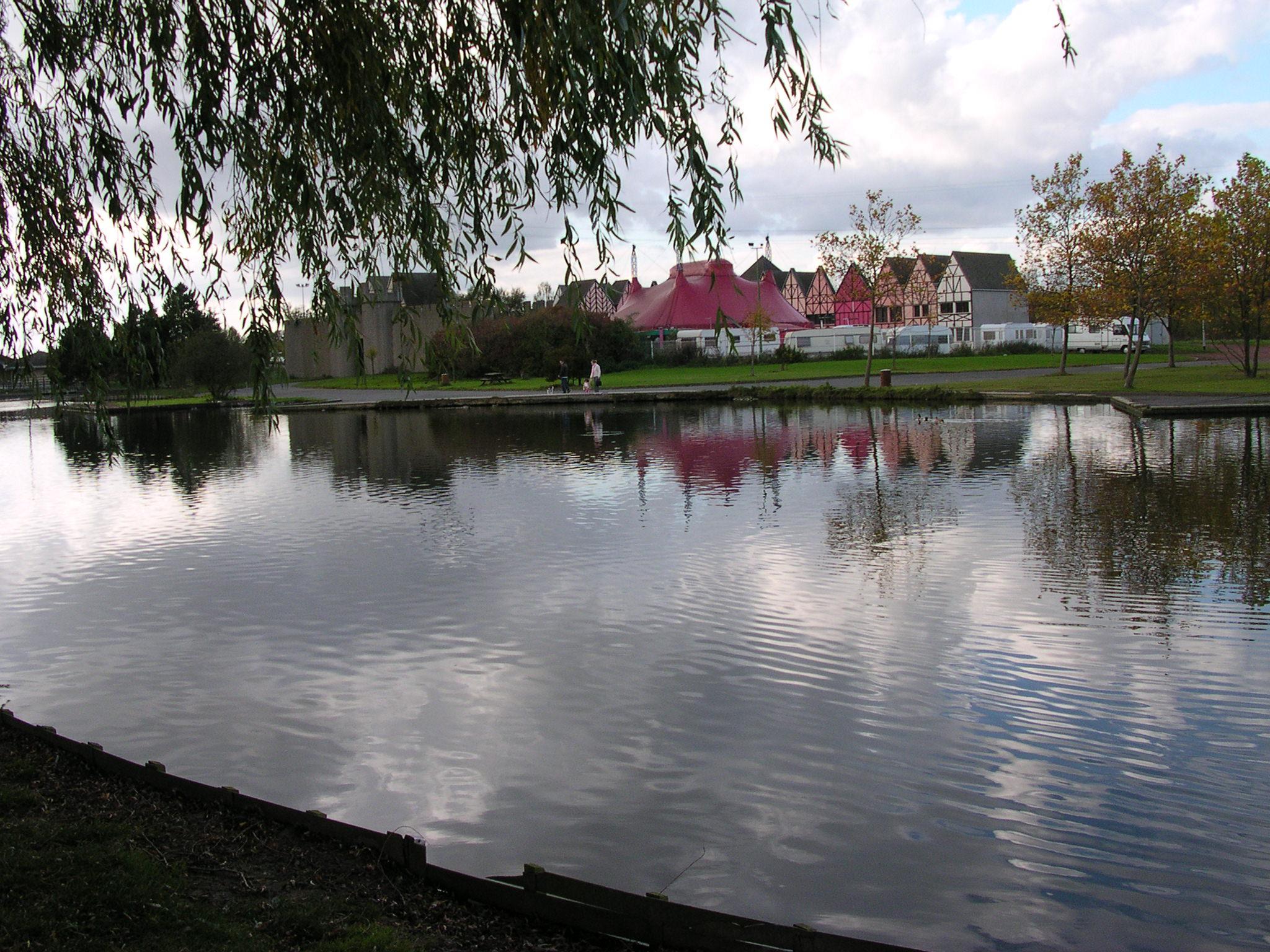 Parcs et jardins cadre de vie lomme au quotidien for Piscine de lomme